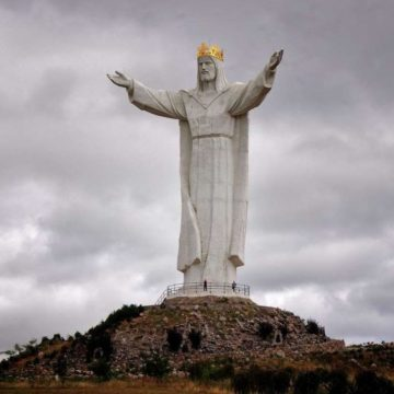 У Польщі 30-метрова статуя Христа почала роздавати інтернет