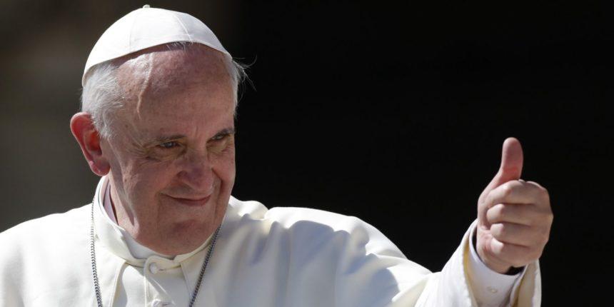 Папу Римського у Литві зустрінуть гігантським колажем із селфі вірян – долучитися може кожен