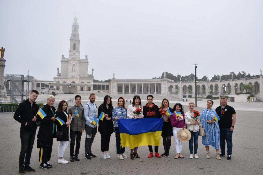 Представник України на Євробаченні молився у Фатімі за мир (відео)