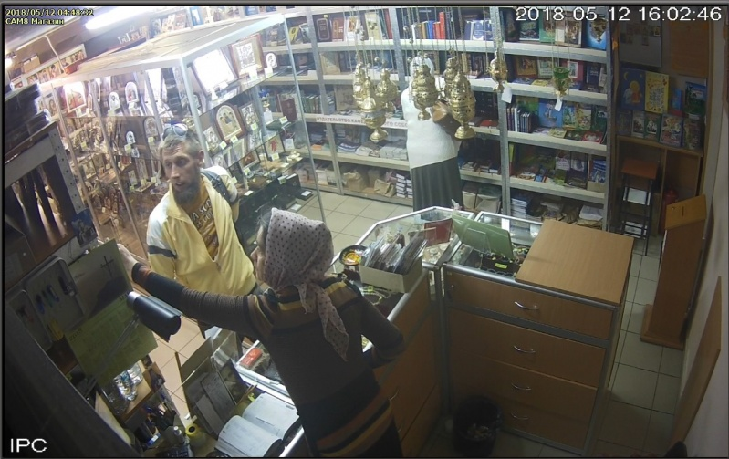 Церковну крамницю УПЦ МП обікрав злодій з накладною бородою (фото)