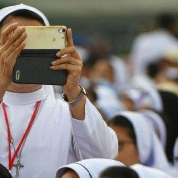 Папа Римський оприлюднив інструкції для черниць про те, як користуватися соцмережами