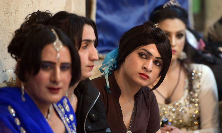 Парламент Пакистану прийняв закон про визнання третьої статі – трансгендерів