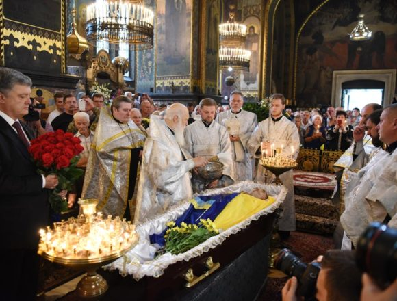 Патріарх Філарет звершив чин похорону Героя України Левка Лук'яненка (фото)