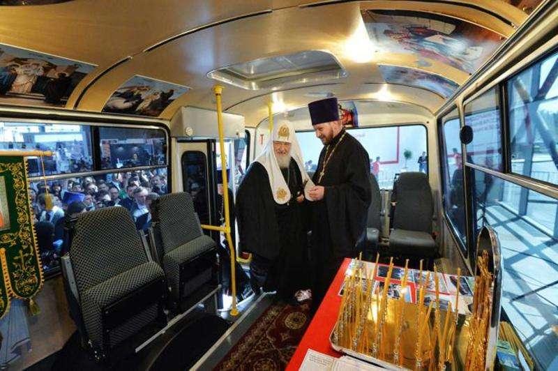 Патріарху Кирилу показали автобус-храм (фото)