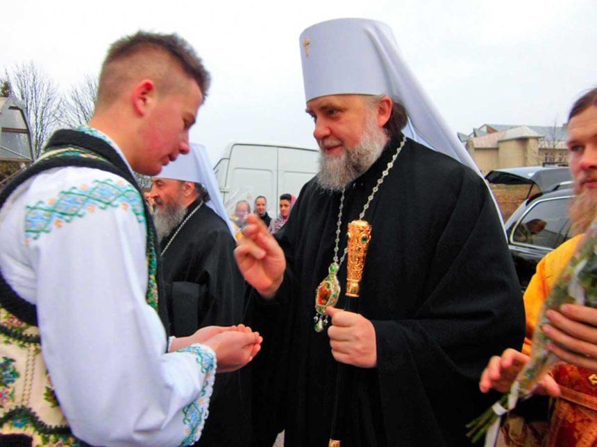 """Намісник Почаївської лаври написав лист """"іподиякону"""" Порошенку"""