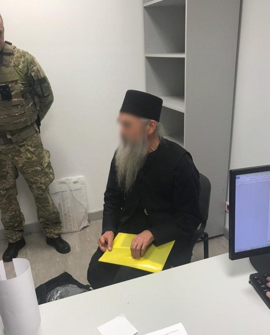 """В """"Борисполі"""" затримали священика з Афону з російським паспортом"""