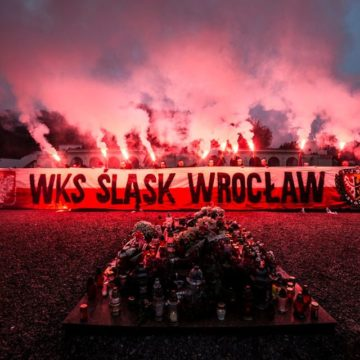 Польські ультрас палили фаєри на кладовищі Львова