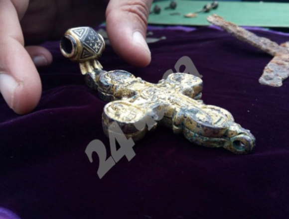 Археологи виявили рідкісний золотий хрест-енколпіон у середньовічній болгарській фортеці