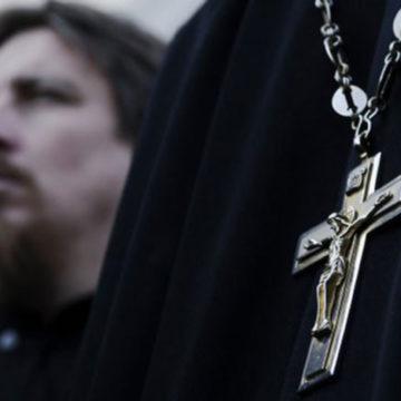 Гламурний священик РПЦ із Твері вихвалявся в Instagram світлинами у черевиках Gucci