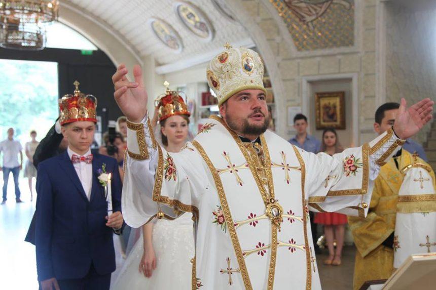 Шлюби – дійсні! В ПЦУ розвіяли чутки з РФ про необхідність перехрещення і перевінчування