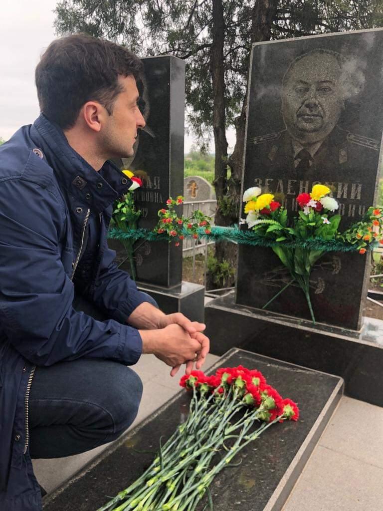 Росіяни хотят прікрасіті храм Збройних сил РФ портретом діда Зеленського і батька Путіна